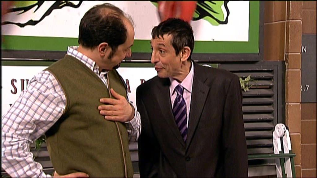 Roberto Cairo interpretando a Conrado, Abogado de Recio en el Episodio 5x04 de LQSA